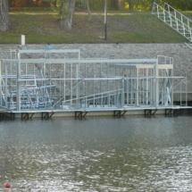 005 215x215 - Domy na wodzie w Europie to dosyć popularne rozwiązanie. W Polsce jeszcze nowość, jednak cieszy że coraz częściej pojawiają się one w naszych portach, a jeszcze bardziej, że wśród nich, pojawiają się także polskie projekty. Dom na wodzie