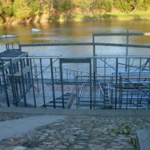 006 215x215 - Domy na wodzie w Europie to dosyć popularne rozwiązanie. W Polsce jeszcze nowość, jednak cieszy że coraz częściej pojawiają się one w naszych portach, a jeszcze bardziej, że wśród nich, pojawiają się także polskie projekty. Dom na wodzie