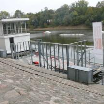 002 215x215 - Domy na wodzie w Europie to dosyć popularne rozwiązanie. W Polsce jeszcze nowość, jednak cieszy że coraz częściej pojawiają się one w naszych portach, a jeszcze bardziej, że wśród nich, pojawiają się także polskie projekty. Dom na wodzie