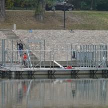 004 215x215 - Domy na wodzie w Europie to dosyć popularne rozwiązanie. W Polsce jeszcze nowość, jednak cieszy że coraz częściej pojawiają się one w naszych portach, a jeszcze bardziej, że wśród nich, pojawiają się także polskie projekty. Dom na wodzie