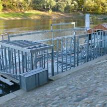 008 215x215 - Domy na wodzie w Europie to dosyć popularne rozwiązanie. W Polsce jeszcze nowość, jednak cieszy że coraz częściej pojawiają się one w naszych portach, a jeszcze bardziej, że wśród nich, pojawiają się także polskie projekty. Dom na wodzie