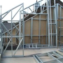 BONN 04 215x215 - Nadbudowa czy przebudowa budynków tradycyjną metodą budowlaną może stanowić zbyt duże obciążenie dla budynku, rozwiązaniem jest lekka konstrukcja stalowa zapewniająca spełnienie warunków wytrzymałościowych Nadbudowa