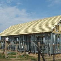 budowa 143 215x215 - Dom budowany z gotowych konstrukcji szkieletowych to oszczędność czasu przy jednoczesnym zminimalizowaniu kosztów zarówno budowy jak i późniejszego użytkowania obiektu. Dom jednorodzinny 4