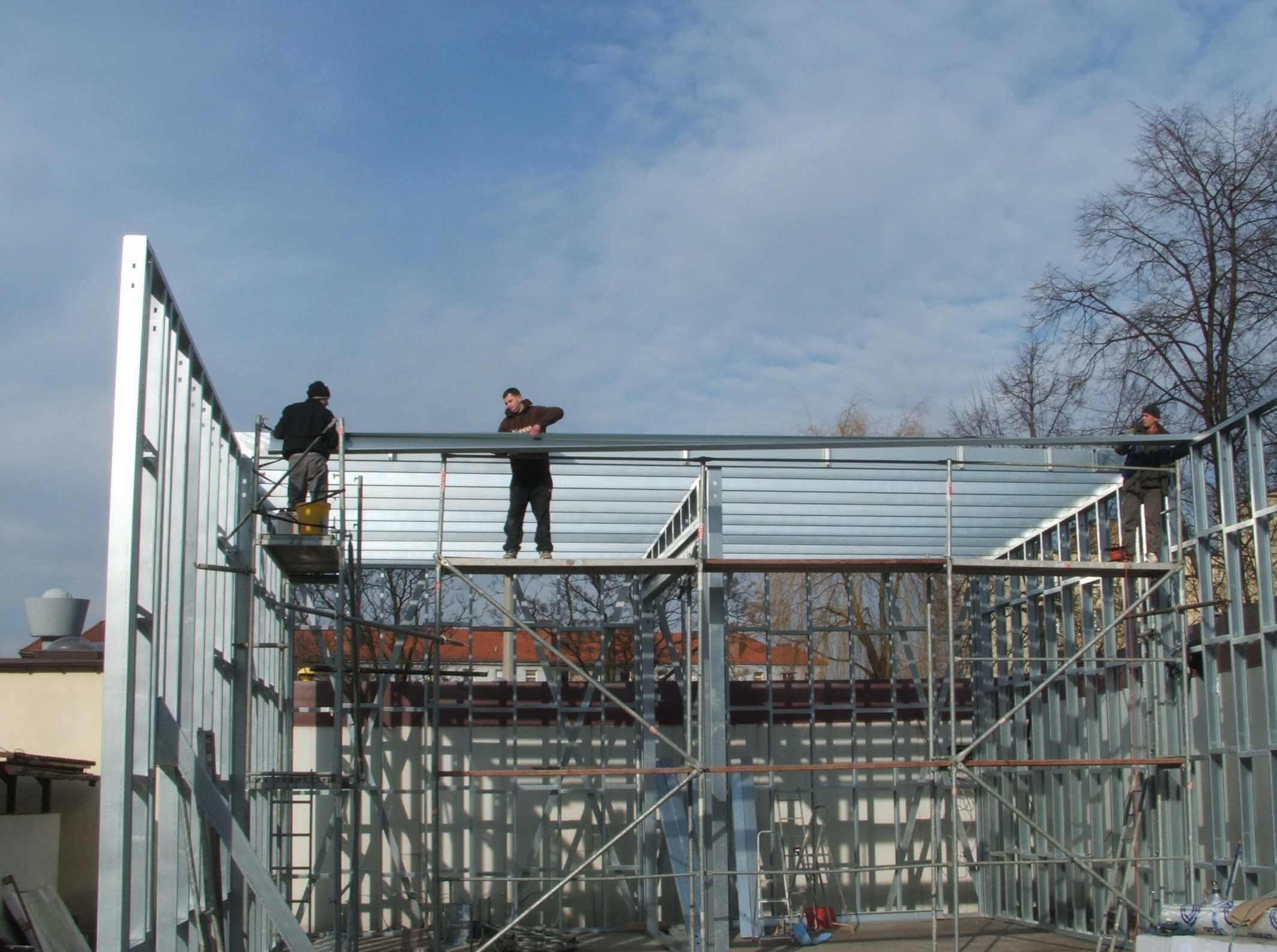 g 03 - Montaż stalowych płatwi dachowych g_03